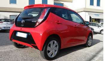 Toyota AYGO 1.0 x-play 5p completo
